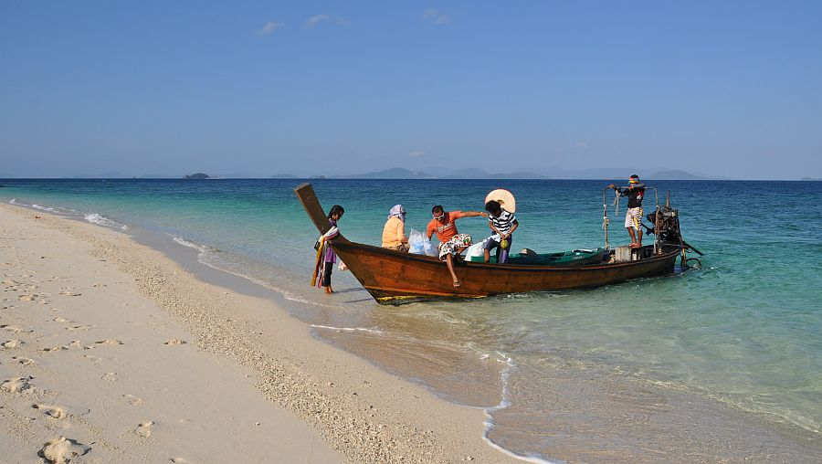 long-tail-boat-koh-khai-nai
