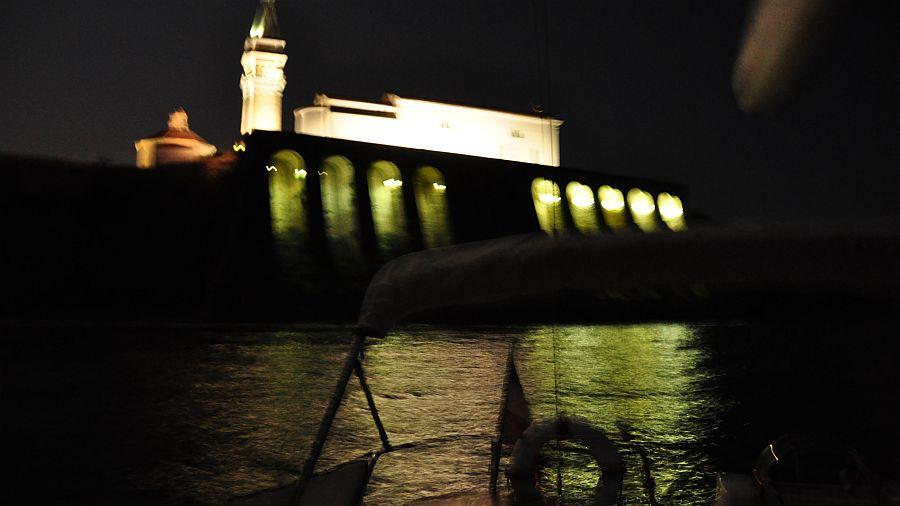 piran-kirche-nachtbeleuchtung