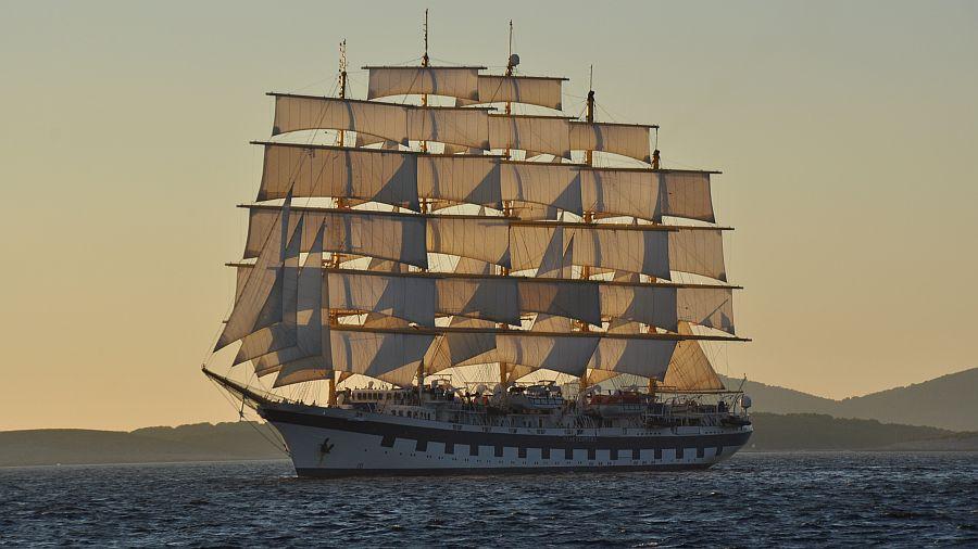 rahsegler-unter-segeln