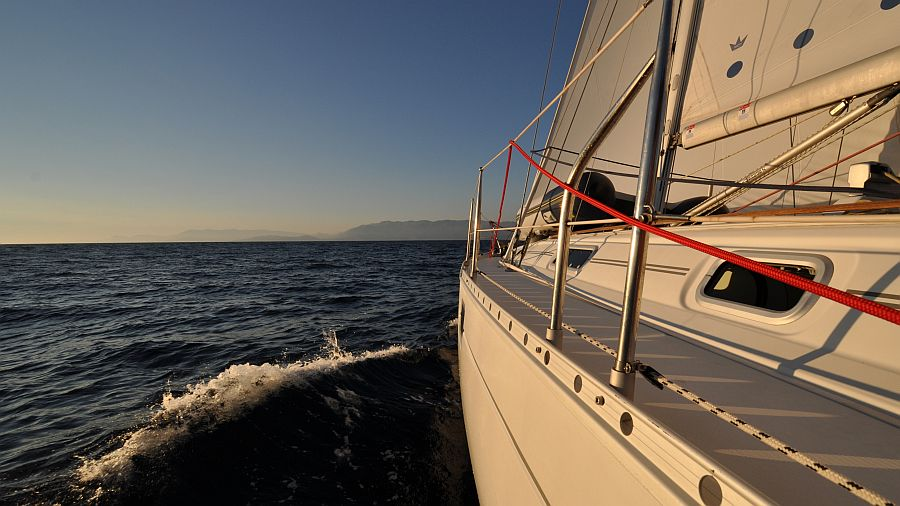 sonnenuntergang-beim-segeln