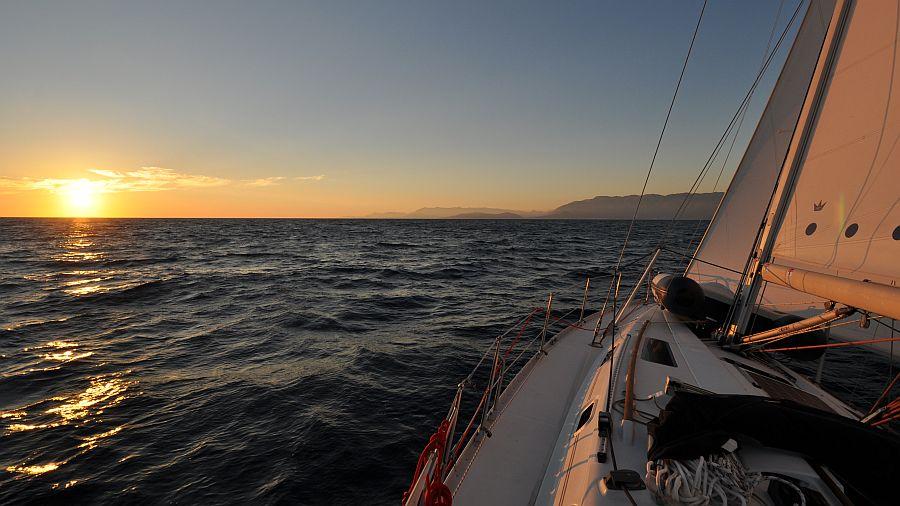 sonnenuntergang-unter-segeln