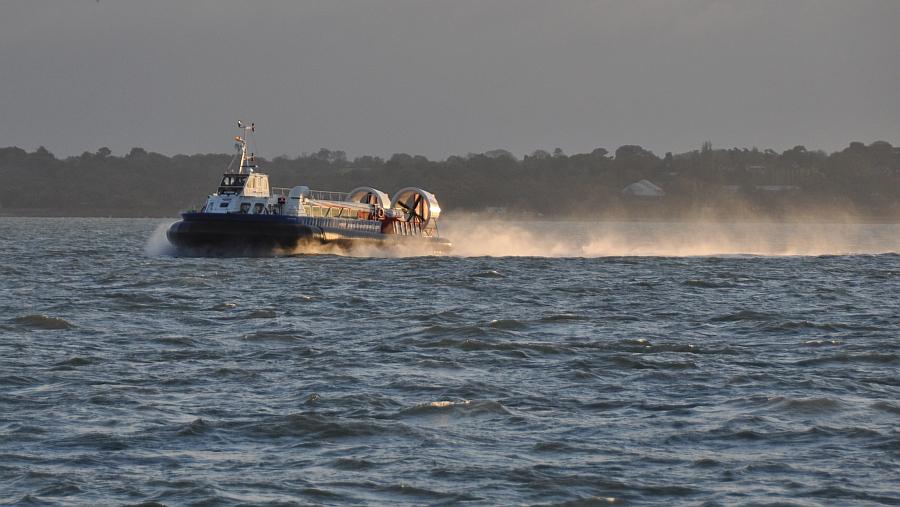 luftkissenboot-vor-portsmouth