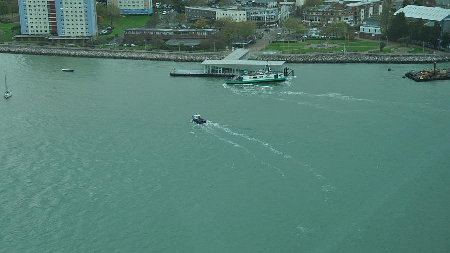 portsmouth-stroemung-schiff-muss-vorhalten