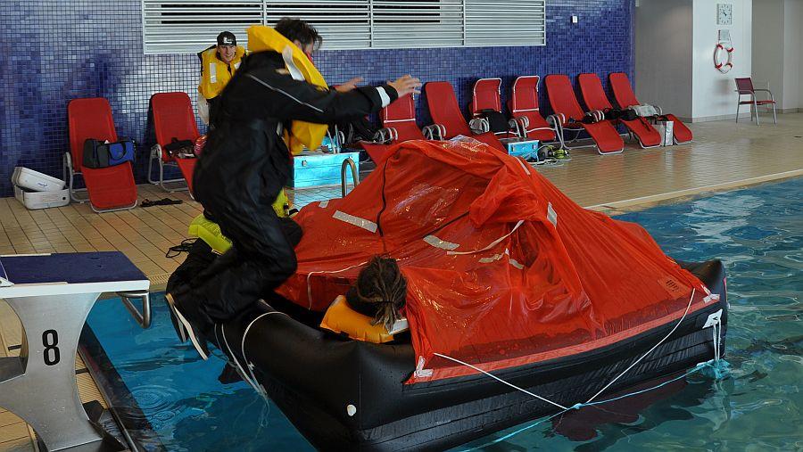 rettungsinsel-einsteigen-training