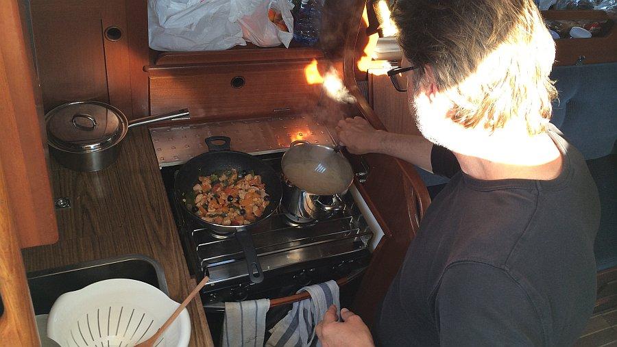 oli-beim-kochen