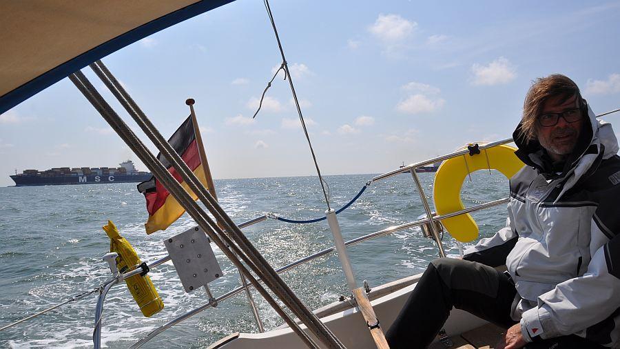 viel-schiffsverkehr-auf-hoehe-rotterdam