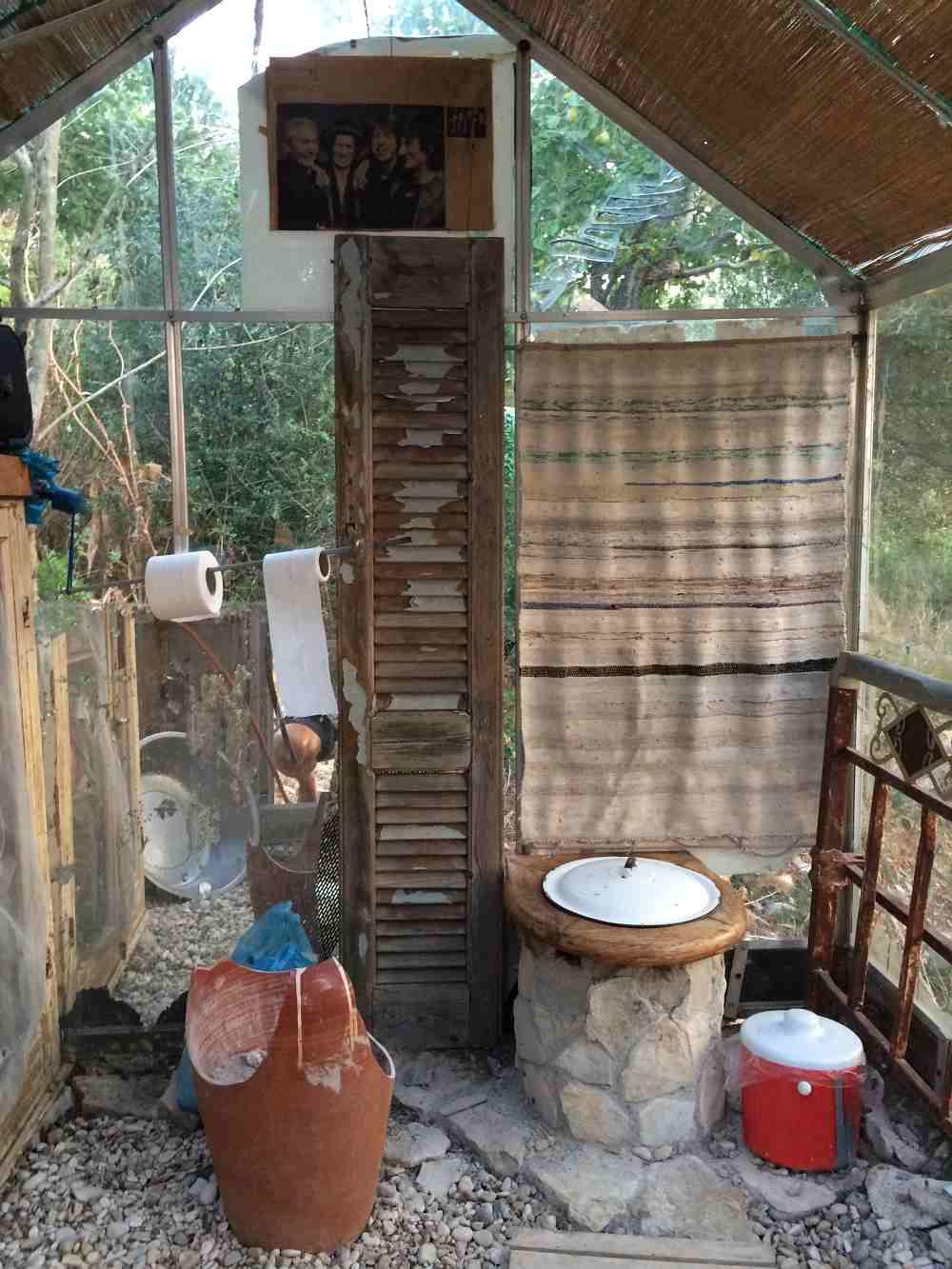 aussteiger-wc-ithaka-sarakiniko-alternatives-leben