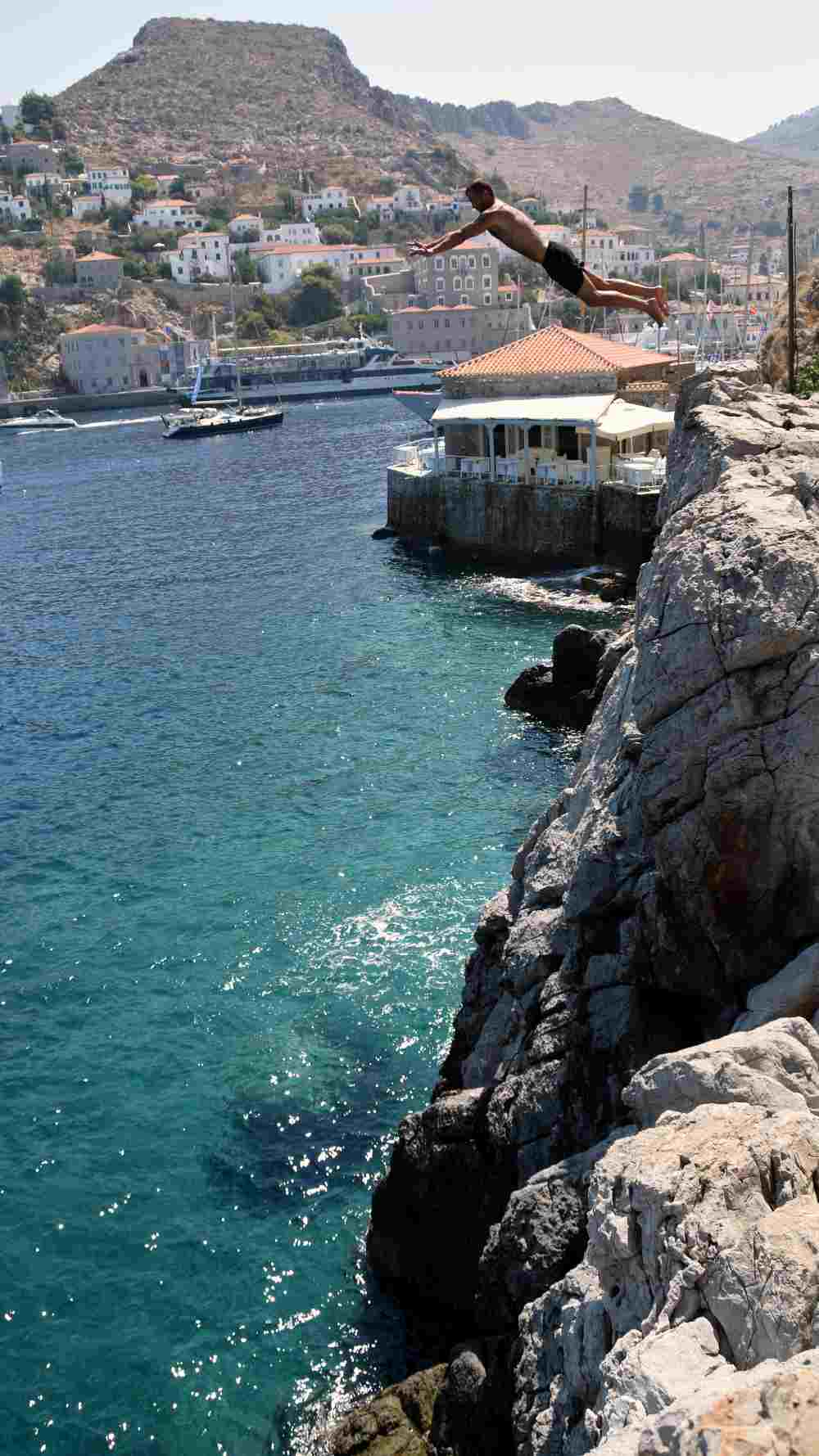 hydra-cliff-diving-2