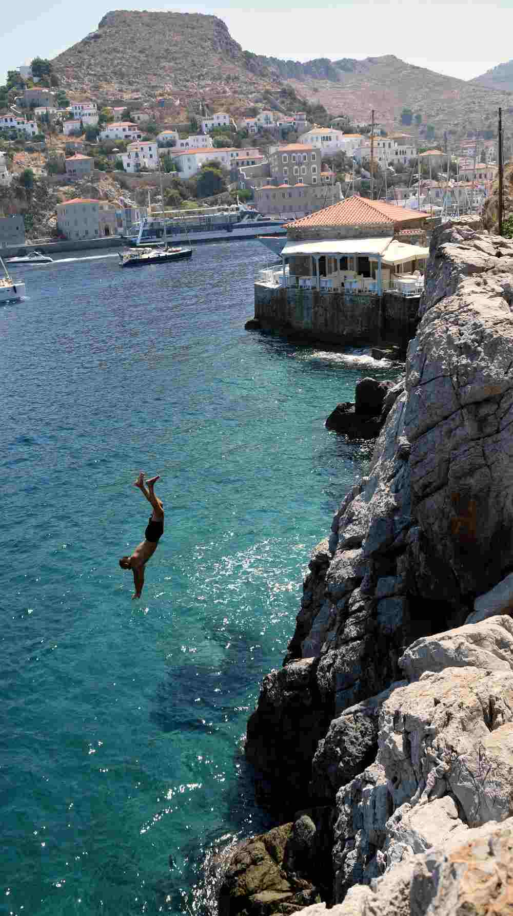 hydra-cliff-diving-5