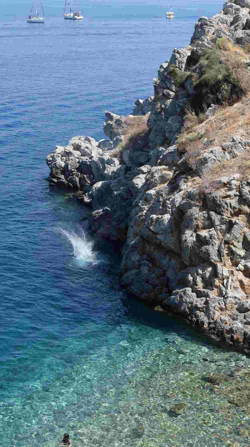 hydra-cliff-diving-aleksander-atmalex-6