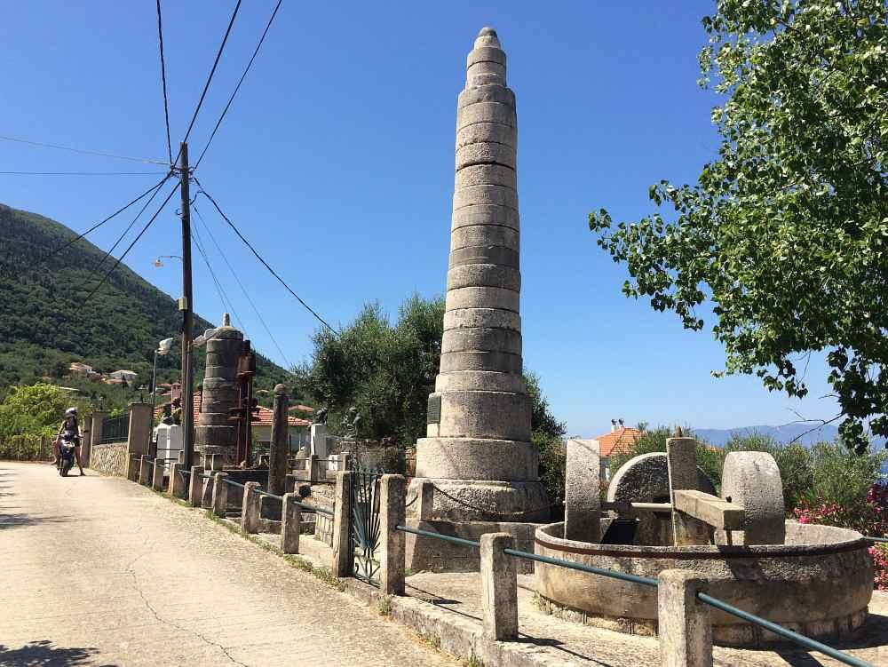 ithaka-kolieri-obelisk-muehlstein