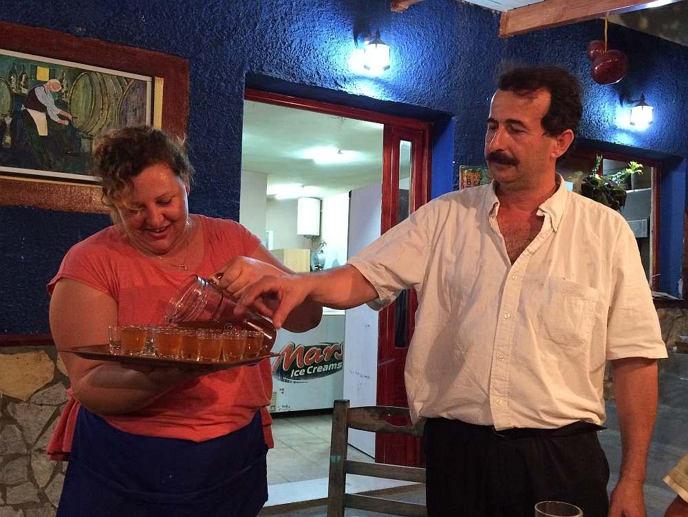 tavern-agrapidos-poros-kefalonia-schnaps-vom-haus