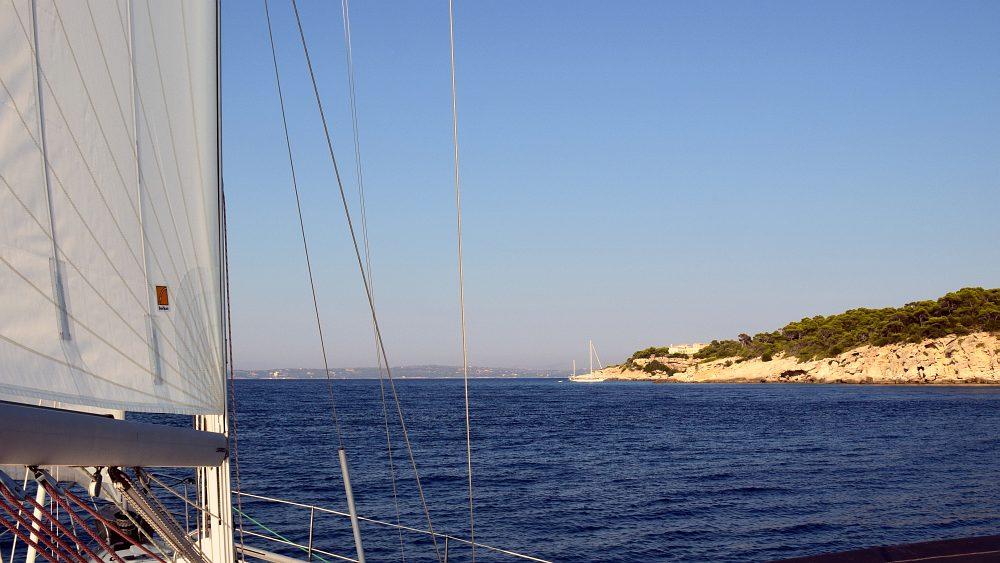 unter-segeln-nach-spetsai
