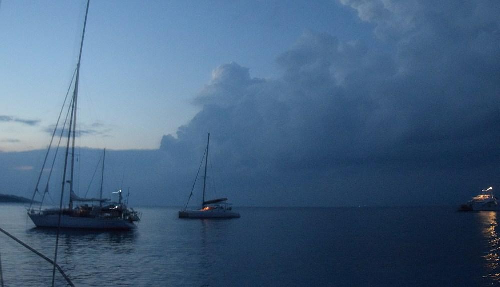 antipaxos-gewitterwolken