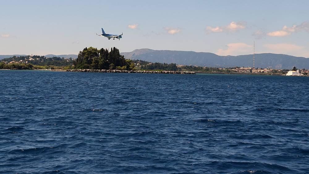 korfu-flugzeug-landeanflug