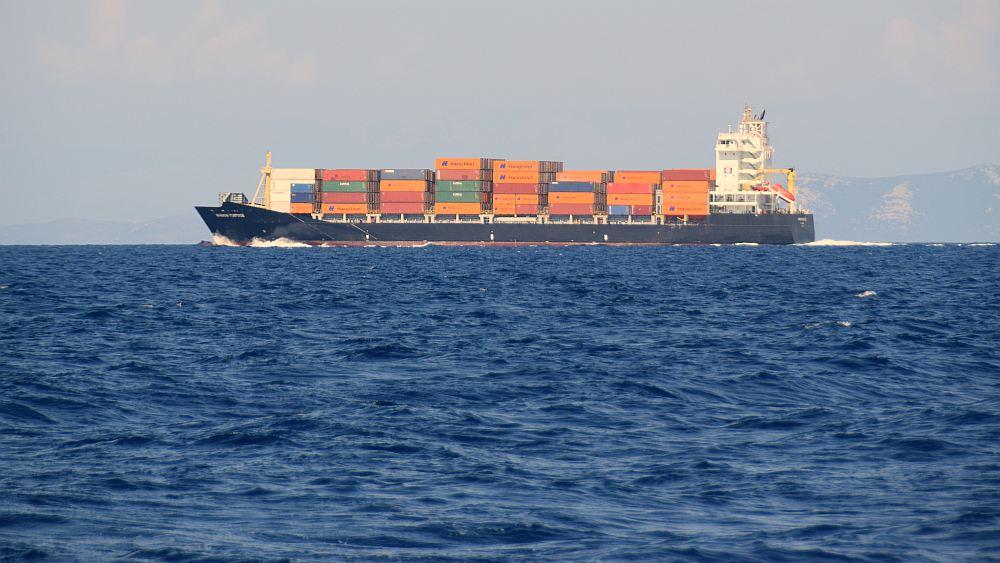 meilentoern-hoehe-kornaten-containerschiff