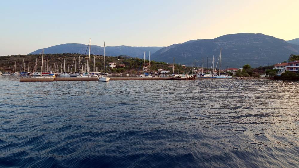 nisis-trizonia-marina