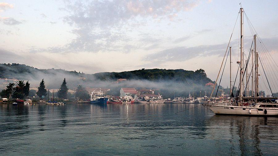 petriti-korfu-fischerhafen