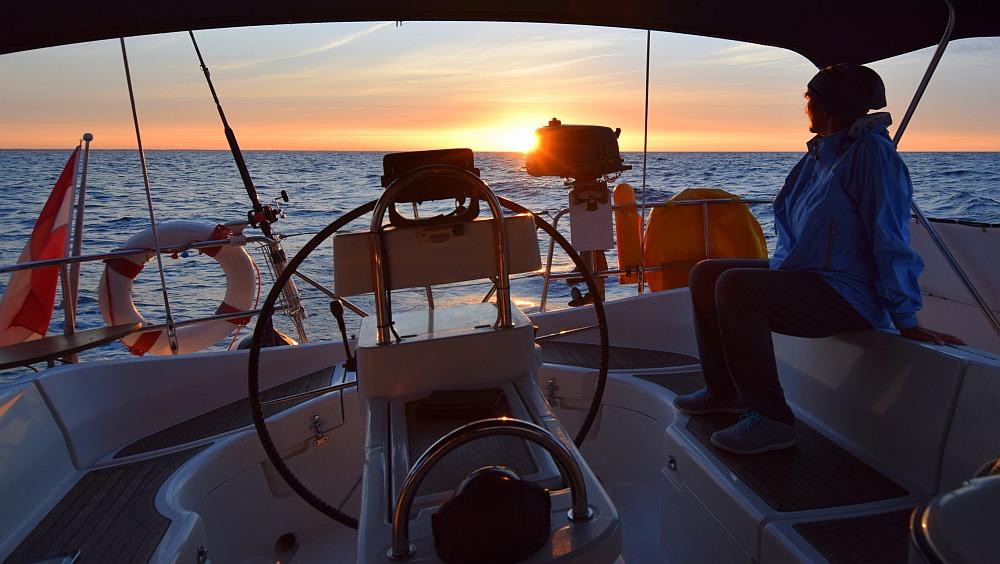 segeln-in-die-nacht-hinein