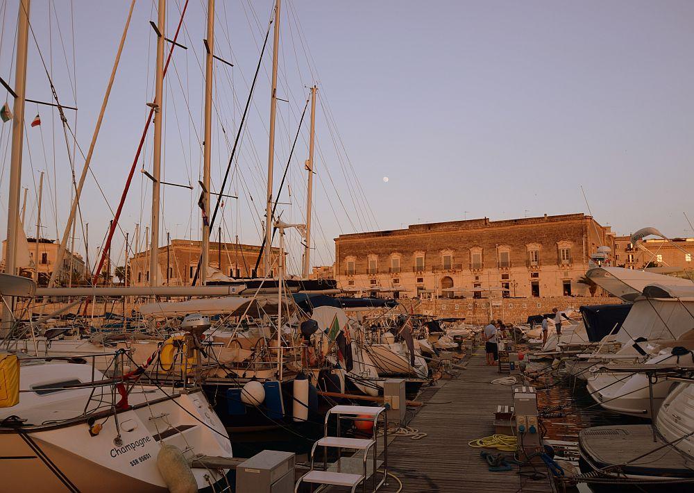 trani-marina-im-abendlicht