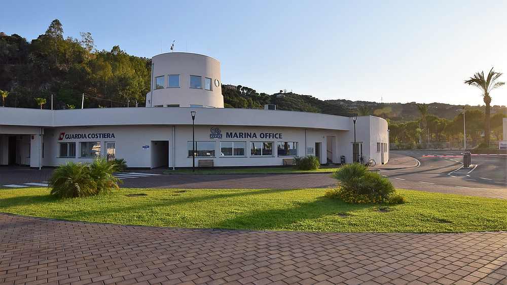 Das Marina Office der Capo d'Orlando Marina