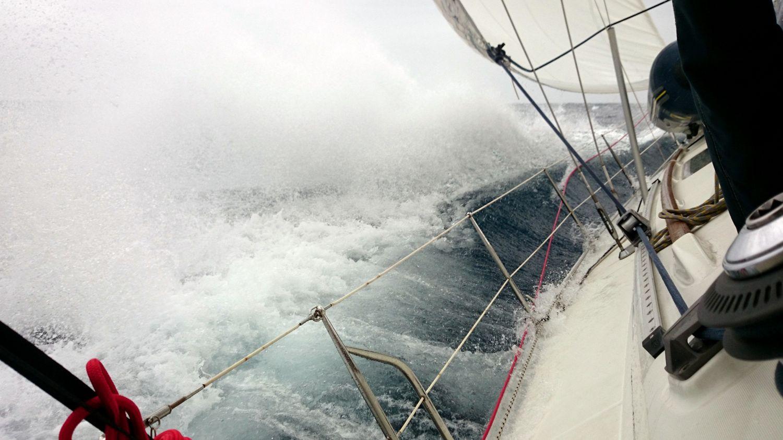 Segelyacht im Sturm