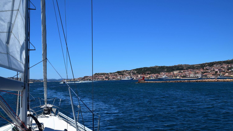 Rund um Sardinien - La Maddalena Stadt