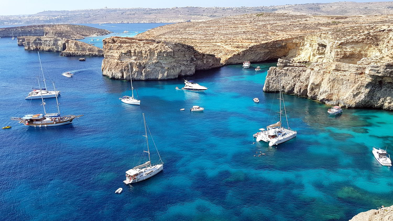 comino-crystal-bay